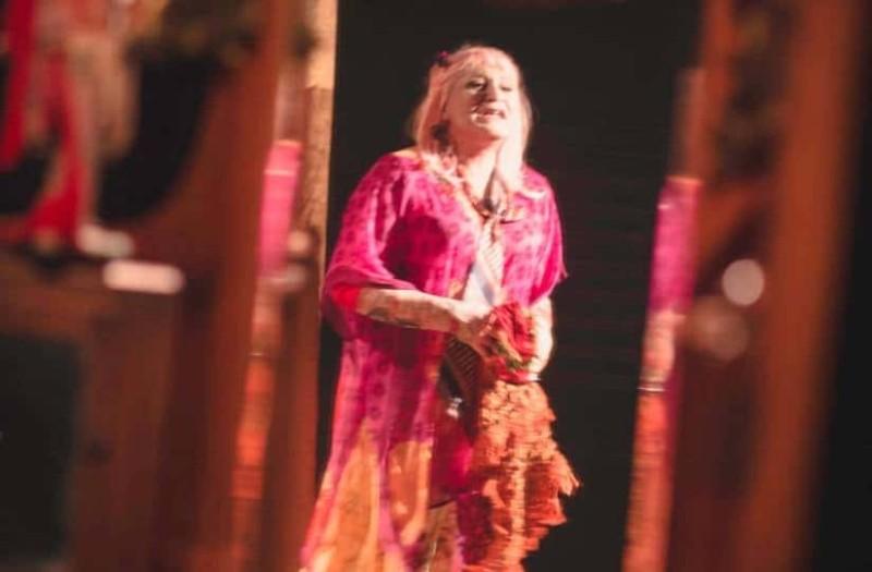 Όταν κρεμάσουν τις όμορφες στο θέατρο Αλκμήνη!