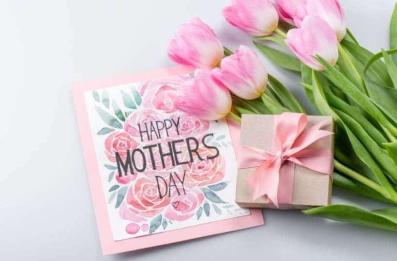 Πώς καθιερώθηκε η γιορτή της μητέρας που τιμάμε κάθε χρόνο;