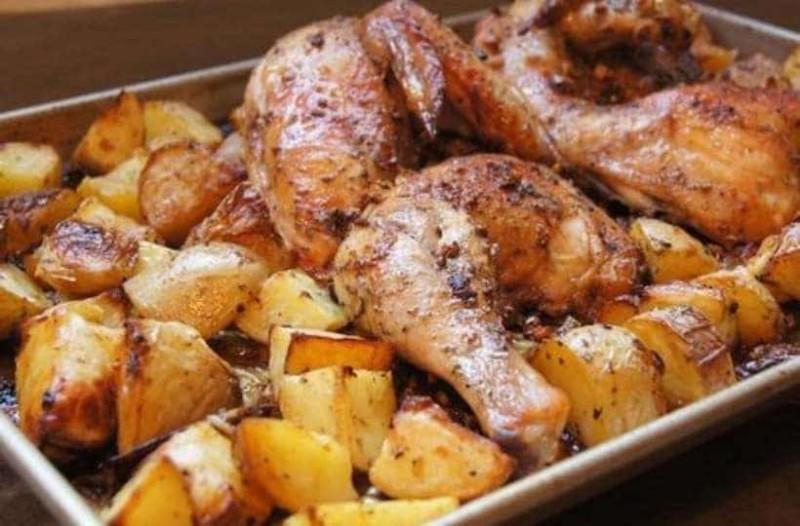 Φανταστικό κοτόπουλο με πατάτες φούρνου!