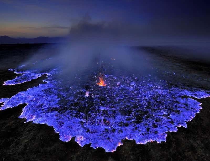 Αυτό το ηφαίστειο είναι...μπλε!