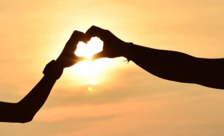 Αληθινή ιστορία: «Είμαι χήρα και έχω κρυφή σχέση με τον πεθερό μου»