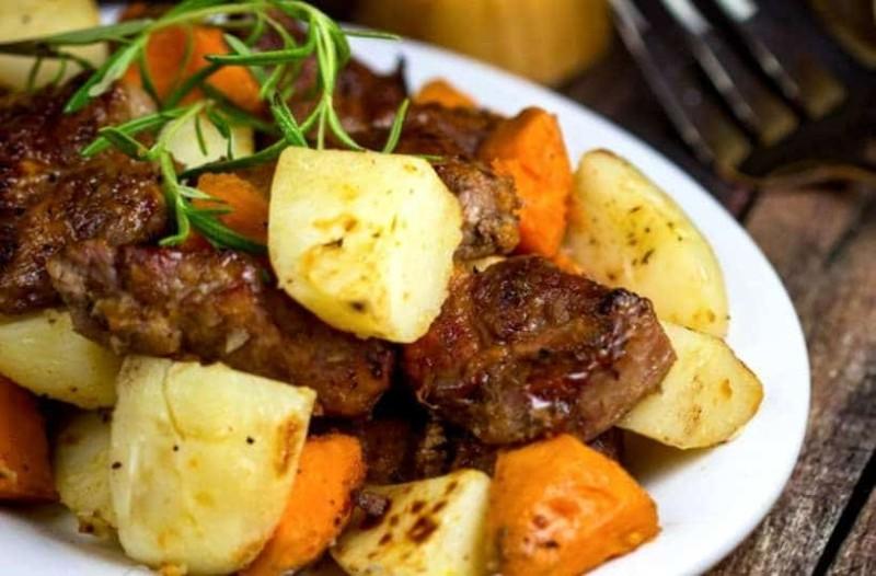 Τέλειο χοιρινό με πατάτες στο φούρνο!