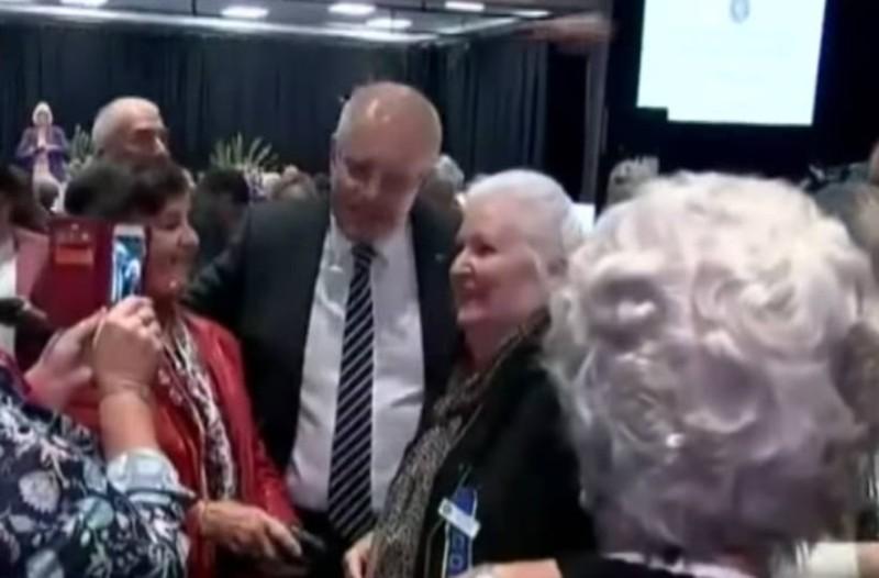 Αυστραλία: Γυναίκα πέταξε αυγό στο κεφάλι του πρωθυπουργού! (Video)