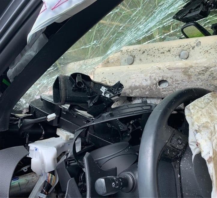 Σοκαριστικό τροχαίο στη Ρόδο: Προστατευτικό κιγκλίδωμα διαπέρασε αυτοκίνητο!