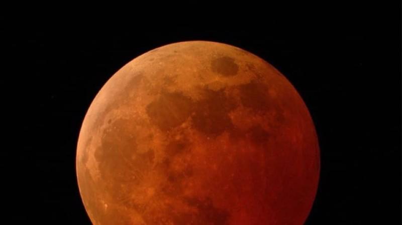 H σελήνη συρρικνώνεται και να αποκτά ρωγμές απο τους σεισμούς!