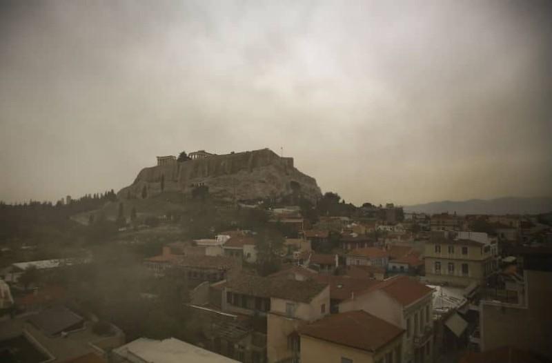 Καιρός: Βροχές, καταιγίδες και σκόνη, σήμερα!