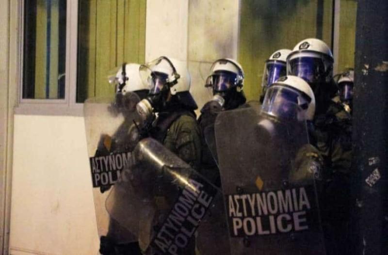 Στις προσαγωγές για την επίθεση στα γραφεία του ΣΥΡΙΖΑ ήταν και ο γιος του Νίκου Βούτση!