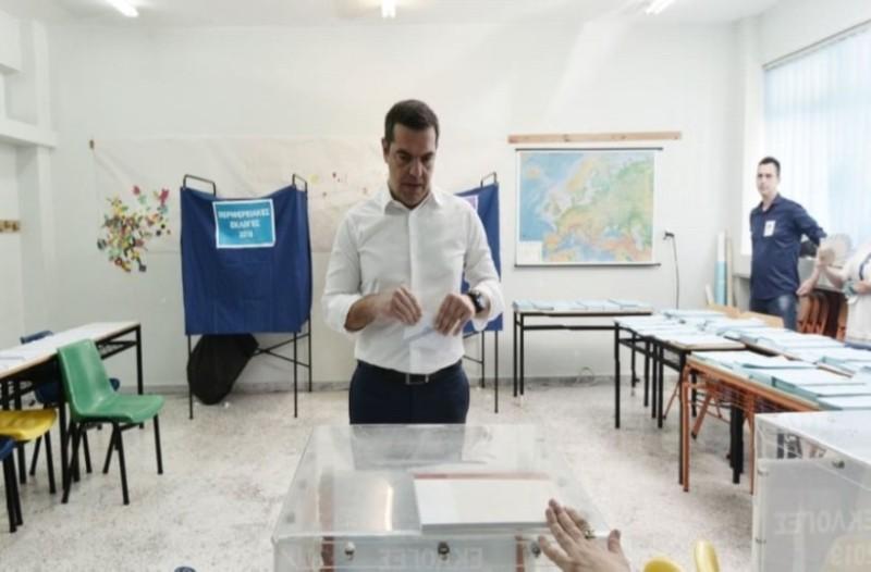 Αλέξης Τσίπρας: Κανένα μέλος της εφορευτικής επιτροπής στο εκλογικό τμήμα που ψηφίσε!