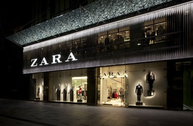 ZARA: Αυτό είναι το πιο αστραφτερό και στιλάτο μπλέιζερ φόρεμα για να κλέψεις τις εντυπώσεις!