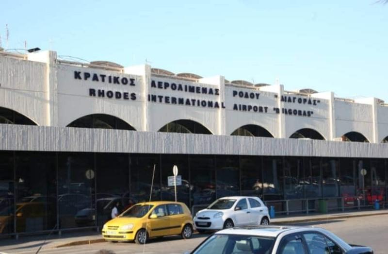 da4f45c1f7 Ταλαιπωρία στο αεροδρόμιο τις Ρόδου  Ατελείωτες ουρές.. - Ειδήσεις ...