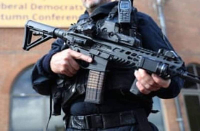 Epic fail: Οι αστυνομικοί νόμιζαν ότι έπιασαν τον κλέφτη αλλά τελικά....(video)
