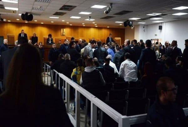 Χρυσή Αυγή: Διακόπηκε η δίκη λόγω κατάρρευσης κατηγορούμενου!