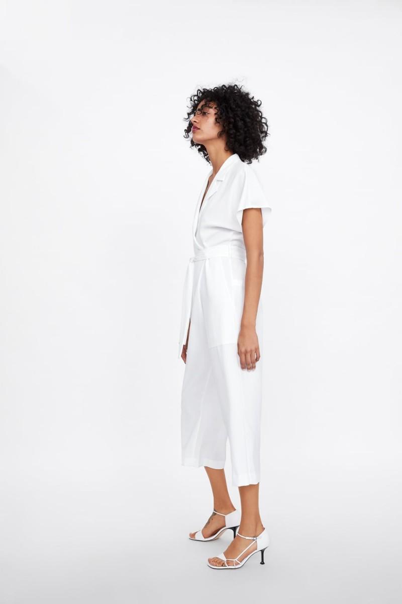 ZARA: 4+1 λευκά σύνολα αποδεικνύουν ότι έκανες την καλύτερη επιλογή στο ντύσιμό σου! - Μόδα