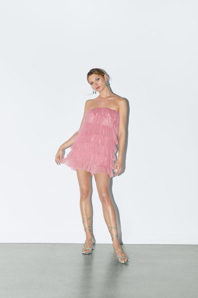 ΖARA:  απόλυτo tend αυτό το φόρεμα!