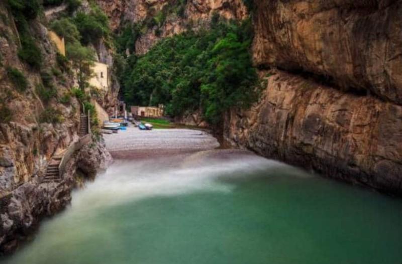 Αυτή η παραλία είναι το μεγαλύτερο μυστικό της... Ιταλίας!