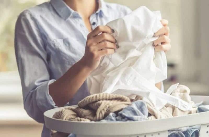 Να τι πρέπει να κάνετε για να μυρίζουν τα ρούχα σας πάντα τέλεια!