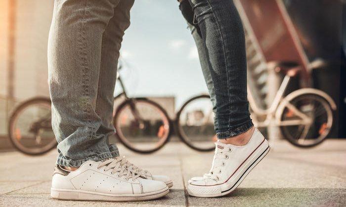 Τα 6 προβλήματα που έχουν οι κοντές κοπέλες στις σχέσεις τους!