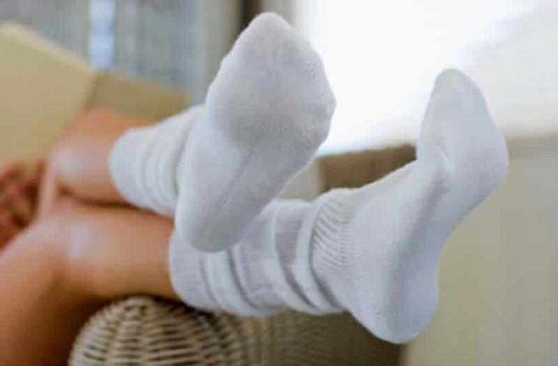Γιατί δεν πρέπει να φοράτε τις κάλτσες 2η μέρα;