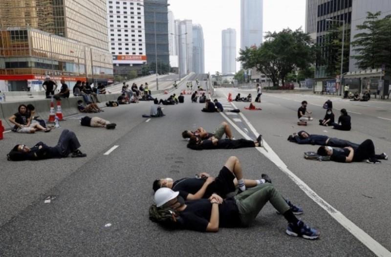 Χονγκ Κονγκ: Ιστορική πορεία με 2 εκατ. διαδηλωτές! (Video)