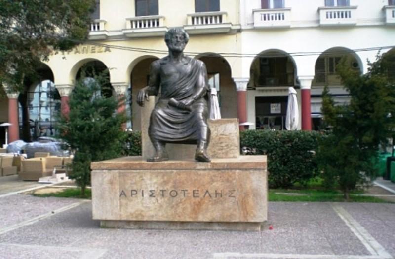 Θεσσαλονίκη: Βανδάλισαν το άγαλμα του Αριστοτέλη!