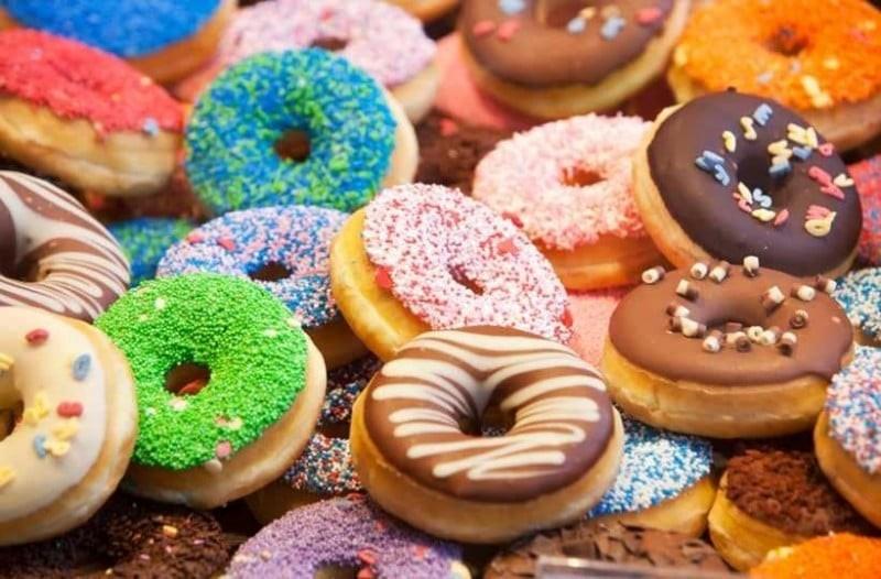 Η πιο νόστιμη συνταγή για σπιτικά donuts με σοκολάτα!