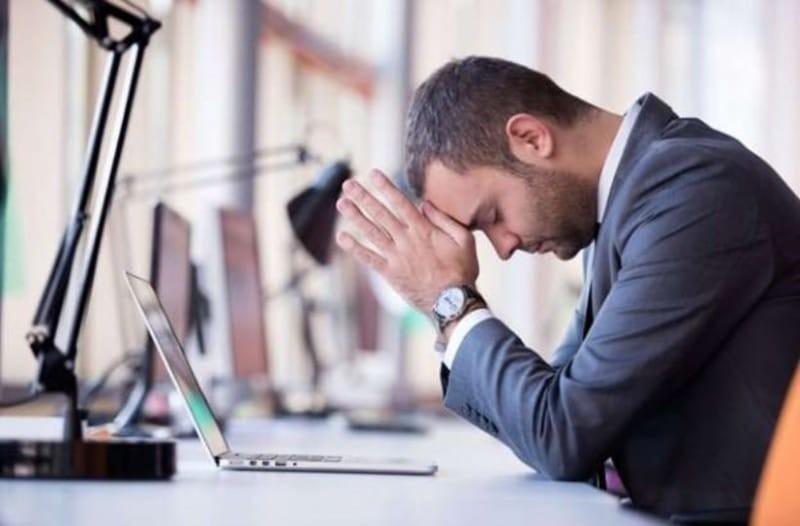 Έρευνα: Mεγάλος κίνδυνος για όσους πιέζονται να χαμογελούν στην εργασία τους!