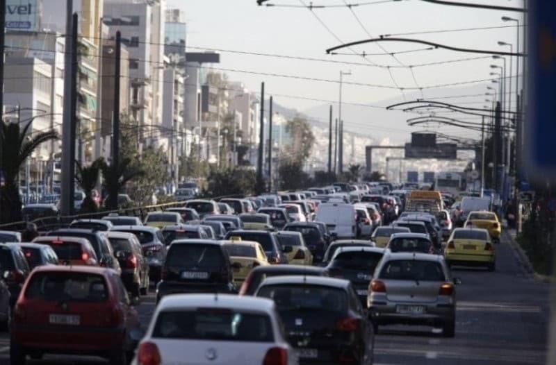Κίνηση στους δρόμους: Μεγάλο μποτιλιάρισμα στον Κηφισό - Κυκλοφοριακό χάος!