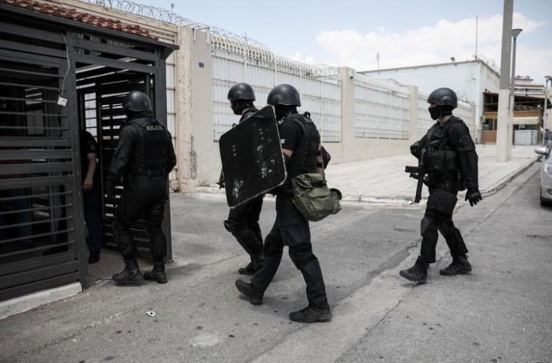 Φυλακές Κορυδαλλού: Τα ΕΚΑΜ βρήκαν μέχρι και τραπέζια πόκερ!