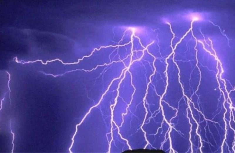 Εντυπωσιακό: Βροχή από...κεραυνούς