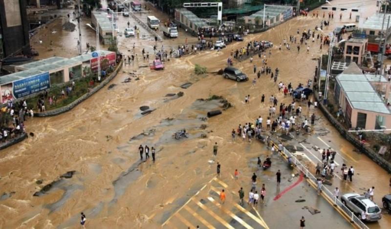 Θρήνος στην Κίνα: Τουλάχιστον 19 νεκροί από πλημμύρες!
