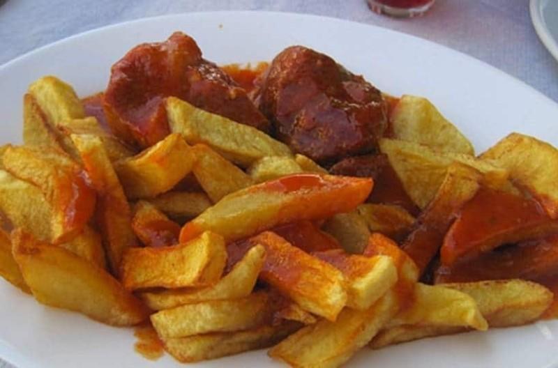 Κοκκινιστό με πατάτες τηγανιτές!