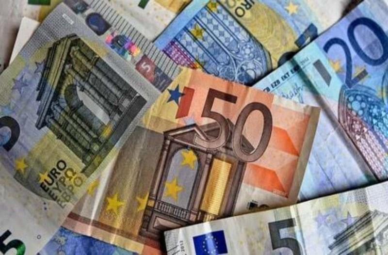 Μέχρι και 12.000 ευρώ στους λογαριασμούς σας - Ποιοι το δικαιούστε;