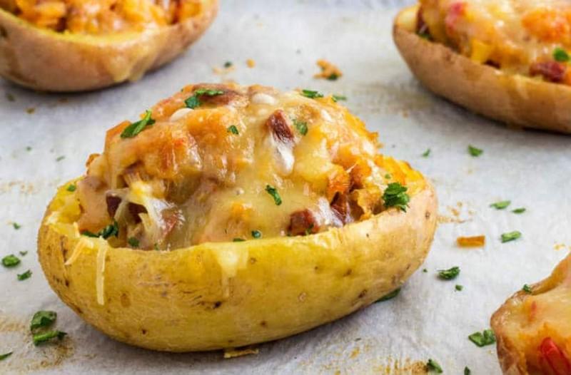Γεμιστές πατάτες με τυριά και μπέικον!