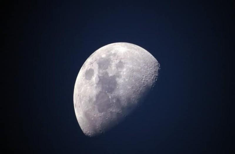 Σελήνη: Εντοπίστηκε μυστηριώδης μεταλλική μάζα κάτω από την αθέατη πλευρά της!