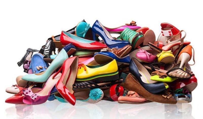 Παπούτσια ανάμεσα σε έργα τέχνης!