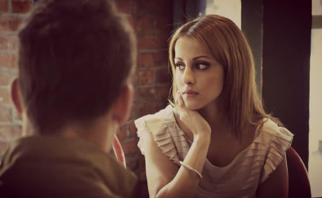 Η Στάση του Σώματος της τα λέει Όλα! Πότε μία γυναίκα δεν σε γουστάρει;