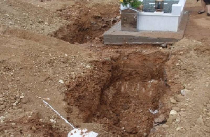 Κάτι μακάβριο συμβαίνει στη Θεσσαλονίκη: Μεταφέρουν τους νεκρούς με καροτσάκι!