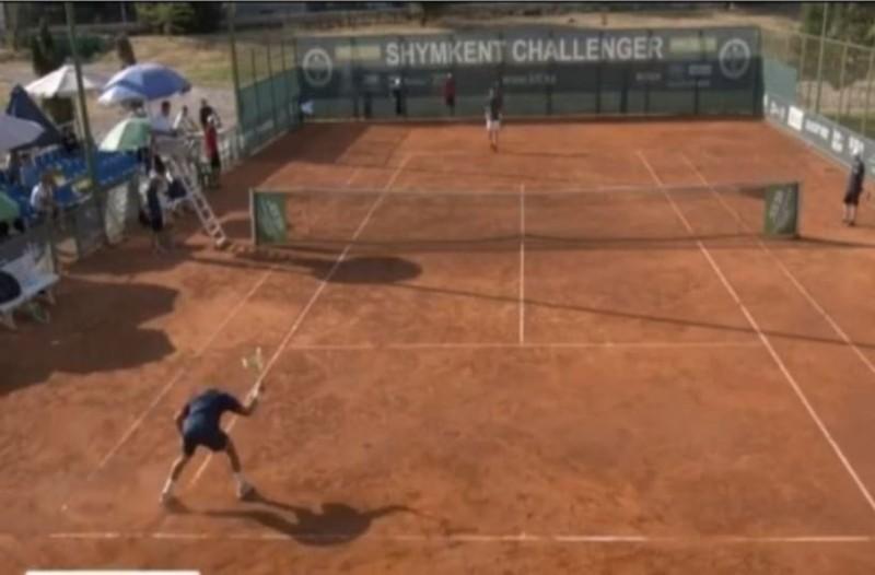 Τενίστας χάνει τον αγώνα και κάνει τη ρακέτα χίλια κομμάτια! (Video)