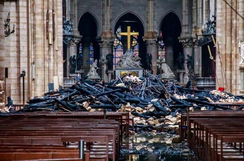 Παναγία των Παρισίων: Πρώτη λειτουργία μετά την φωτιά!