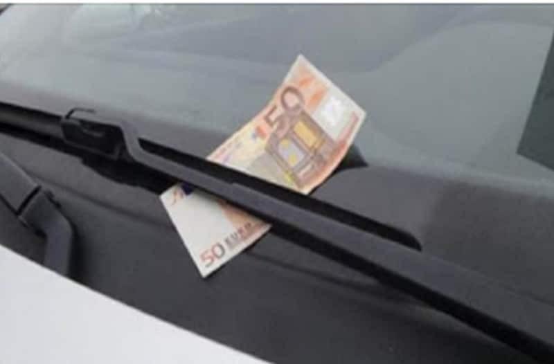 Αν δείτε κάτω από τον υαλοκαθαριστήρα του αυτοκινήτου σας λεφτά, μην πλησιάσετε!