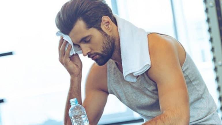 9+1 παράξενοι τρόποι που το σώμα σας λέει να πίνετε περισσότερο νερό