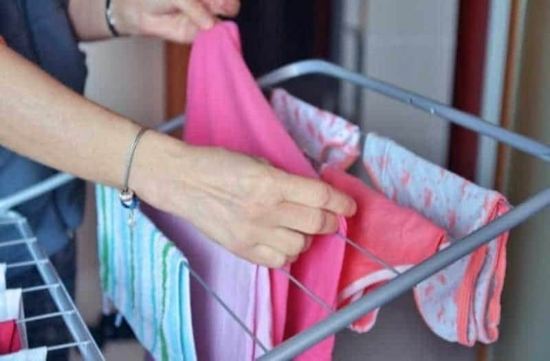 Kάποιοι σημαντικοί λόγοι για να μην απλώνετε τα ρούχα σας στο μπαλκόνι!