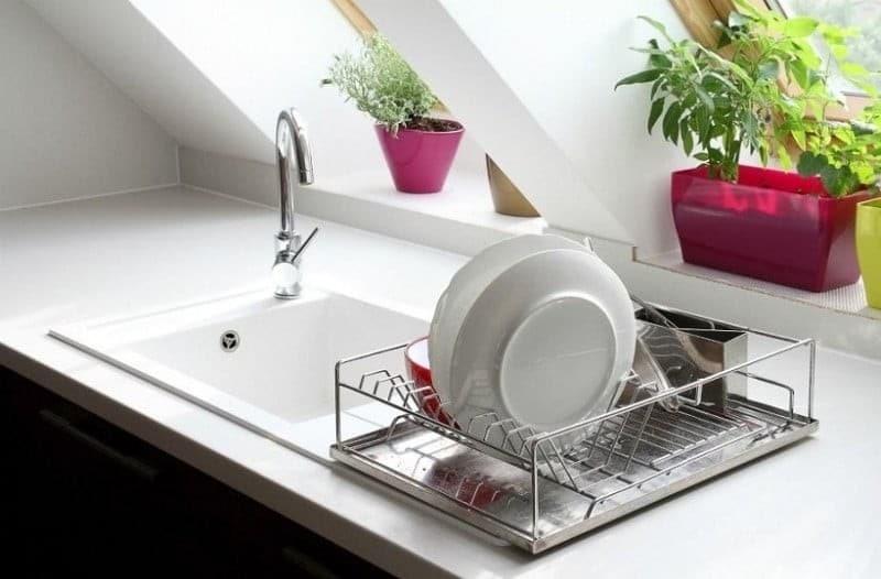 Ένα κόλπο για να καθαρίσετε τους βουλωμένους σωλήνες ή τις φραγμένες υδρορροές!