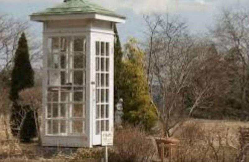 Μπορεί να σας φαίνεται ως ένας απλός τηλεφωνικός θάλαμος αλλά κρύβει μια τραγική ιστορία!