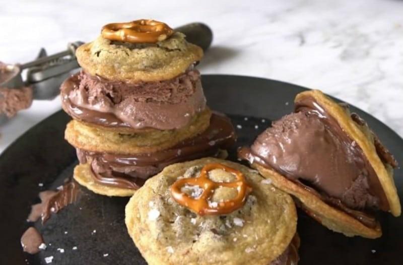 Καλοκαιρινή συνταγή: Παγωτό σε σάντουιτς με pretzel!