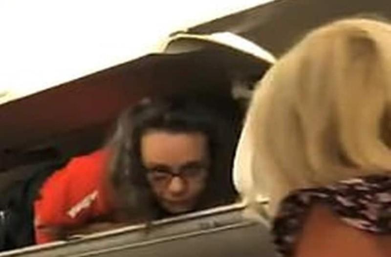 Aδιανόητο: Η κίνηση της αεροσυνοδού που «πάγωσε» τους επιβάτες!