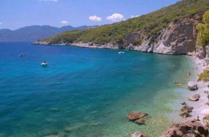 5+1 παραλίες για να απολαύσετε τις βουτιές σας στο Αγκίστρι!