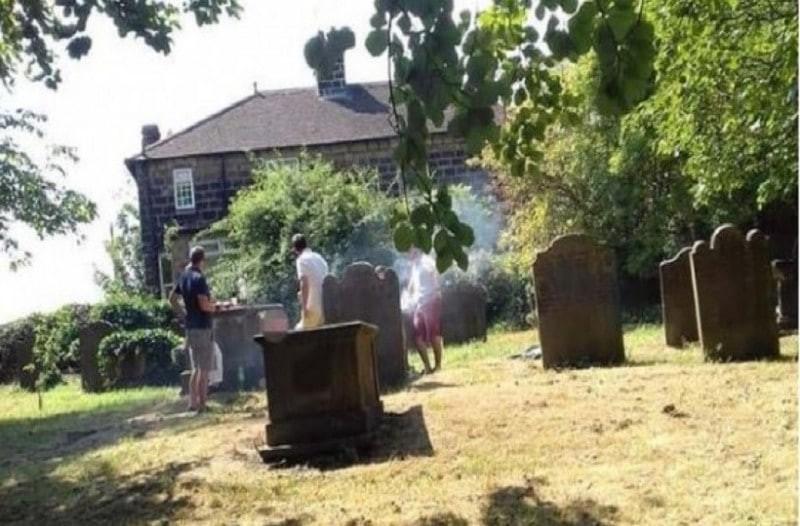Απίστευτο: Έκαναν μπάρμπεκιου σε νεκροταφείο! (photos)