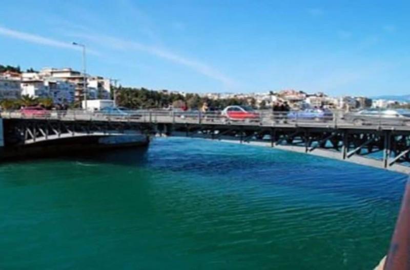 Χαλκίδα: 45χρονος δεν άντεξε την γκρίνια της γυναίκας του και την πέταξε από την παλαιά γέφυρα στην θάλασσα!