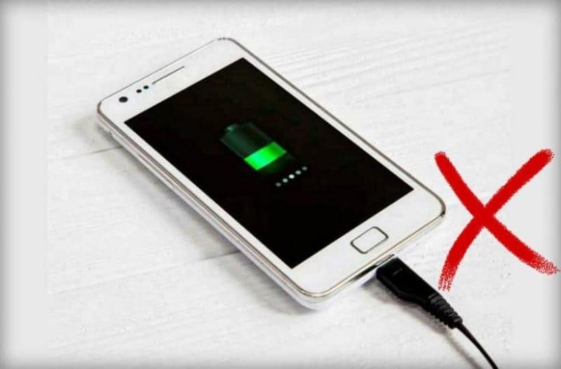 Αυτός είναι ο λόγος που εξαντλείται γρήγορα η μπαταρία του κινητού σας!